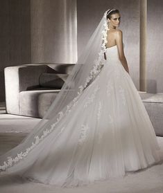 PRONOVIAS 2012 GLAMOUR COLLECTION - PLANETA B