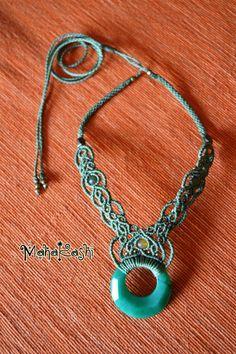 """Collana macramè """"Mondo elfico"""" con anello Agata, rubino Zoisite e perline di agata"""