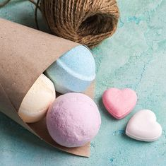 """Badekugeln selber machen: So geht's! – """"Badekugeln selber machen funktioni… Make bath balls yourself: Here's how! – """"Making bath balls yourself is not only very easy, they are also a nice DIY gift. Presents For Girls, Diy Gifts For Kids, Diy Presents, Pbs Kids, Valentine Day Gifts, Christmas Gifts, Valentines, Summer Crafts, Diy And Crafts"""