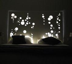 Un article dédié aux têtes de lit, véritable objet déco elles donneront du cachet à votre chambre à coucher, à choisir en fonction du thème de votre chambre, nature, exotique, ou bien encore classique, nous verrons également que n'importe quels supports...