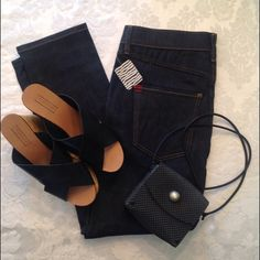 """NWT BDG Cropped High Waisted Jeans Brand new Dark Wash High waisted cropped light weight jeans.  Perfect with platform sandals for summer fests. Inseam 25"""" Urban Outfitters Jeans Ankle & Cropped"""