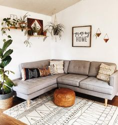 everybody will love this cozy apartment interior smallapartment cozy apartment interior design 848928598485669812 Cozy Apartment Decor, Rooms Home Decor, Interior Design Living Room, Living Room Designs, Bedroom Decor, Midcentury Modern Living Room, Bohemian Apartment, Apartment Entryway, Modern Couch