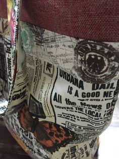 Bolsa em tecido de algodão com detalhes em linhão, forrada e com bolso interno.