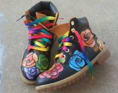 Arcobaleno Fiori Custom Timberland Boots Sz read description , Message before buying Custom Timberland Boots, Custom Boots, Fresh Shoes, Hot Shoes, Cute Socks, Timberlands Shoes, Trendy Shoes, Custom Sneakers, Types Of Shoes