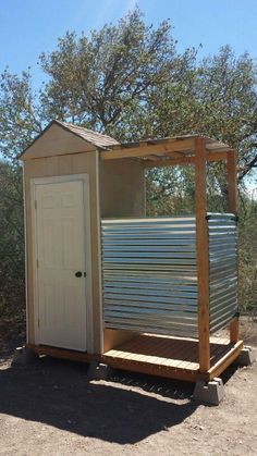Outhouse solar shower combo - temporary set up . use a composting toilet or camping toilet. add a gas camping shower Outside Toilet, Outdoor Toilet, Diy Swimming Pool, Diy Pool, Pool Spa, Outdoor Bathrooms, Outdoor Baths, Outside Showers, Outdoor Showers