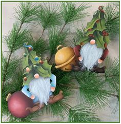 Gnome Ornaments, Diy Christmas Ornaments, Christmas Gnome, Christmas Projects, Chalkboard Wall Art, Gnome Paint, Clay Fairy House, Clay Fairies, Painted Gourds