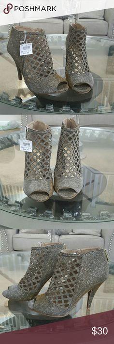 Brand new Sexy Metallic gold/silver Heels Super cute heels never worn before! Christian Siriano Shoes Heels