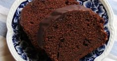 Εξαιρετική συνταγή για Ελβετικό κέικ σοκολάτας. Την (τεράστια ομολογουμένως) συλλογή μας με αγαπημένα κέικ κοσμούν κάποιες συνταγές που με την απλότητα και τη φινέτσα τους έχουν αποκτήσει πολύ πιστούς οπαδούς!... Η συνταγή που σας παραδίδω δεν έχει κάτι εξαιρετικά διαφορετικό από όσα κέικ έχουμε ήδη δει και δοκιμάσει. Είναι ένα ακόμα fudge κέικ σοκολάτας με πολύ ισορροπημένη αναλογία υλικών, το δε αποτέλεσμα είναι στιβαρό, βελούδινο και πολύ σοκολατένιο. Λίγα μυστικά ακόμα Το γλάσο είναι… Candy Recipes, Sweet Recipes, Dessert Recipes, Pastry Recipes, Cooking Recipes, Food Network Recipes, Food Processor Recipes, Greek Cake, Chocolate Fudge Frosting