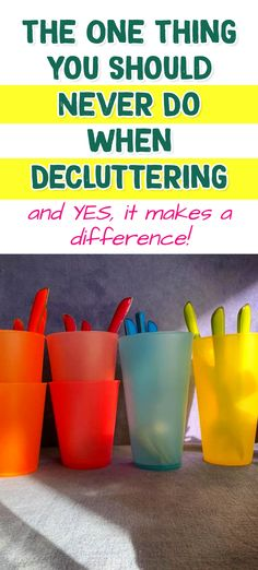 The One Thing You Should Never Do When Decluttering / and YES, it makes a difference! Getting Organized At Home, Getting Rid Of Clutter, Tidy Kitchen, Hidden Kitchen, Messy People, Clutter Solutions, Messy House, Clutter Control, Small Space Storage
