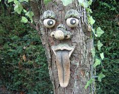 Tree faces outdoor garden decorations, decorate the trees in your yard with faces! Super cute and funny tree decor! Outdoor Sculpture, Garden Sculpture, Graffiti Kunst, Christmas Tree Decorations, Garden Decorations, Outdoor Decorations, Christmas Gifts, Flower Pot Design, Tree Faces