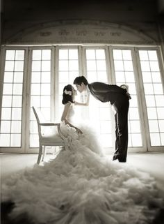 """I want to take a picture like this when i get married. I'm a little 5'2"""" so this will make the definite height difference less awkward for pictures. Lol So cute."""