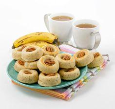 Et puis, comme on a toujours quelques vieilles bananes qui traînent et qu'on ne veut pas vraiment jeter, voici une recette vite faite pour les utiliser: les petits gâteaux aux bananes et aux pacanes.