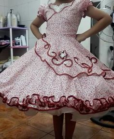 Clogs Outfit, Fashion Outfits, Womens Fashion, No Frills, Pretty Dresses, Dress Skirt, Square Dance, Petticoats, Summer Dresses