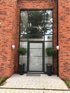 Windows Front Door Porch, House Front Door, Chassis Pvc, Door Design, House Design, Porche, Aluminium Doors, Entrance Doors, Stained Glass Windows