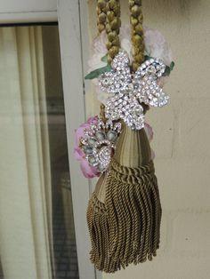 Vintage Handmade OOAK 1920s Flapper Style Rhinestone Green Tassel Necklace Set