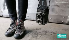 """Die Ferien sind da! … und für die """"Holiday Edition"""" des analogen Photowalks gibt es einen neuen Termin und zwar am Donnerstag, den 20.8.2020 ab 17 Uhr. Da hat sich das WestLicht etwas ganz Erfrischendes einfallen lassen! #im7ten #photowalk #westlicht #wien #westbahnstrasse #neubau #fotografie Converse Chuck Taylor High, Converse High, High Top Sneakers, Chuck Taylors High Top, High Tops, Blog, Shoes, Fashion, Thursday"""
