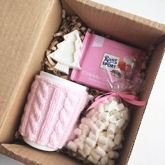Can actually make this an affordable Diy gift box. Can actually make this an affordable Informations About Diy gift box. Can actually make this an af Christmas Gift Baskets, Christmas Gifts For Friends, Xmas Gifts, Christmas Diy, Christmas Candy, Uncle Christmas Presents, Christmas Boxes, Decoration Christmas, Santa Gifts