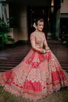 Elegant Wedding With Stunning Jewellery And A Unique Bridal Lehenga Latest Bridal Lehenga, Indian Bridal Lehenga, Indian Bridal Outfits, Indian Dresses, Indian Clothes, Wedding Lehenga Designs, Bridal Lehenga Collection, Wedding Gowns With Sleeves, Indian Attire