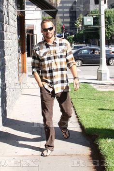 My babe out in LA - Paul William Walker ( Meadow Walker, Brian Oconner, Paul 2, Paul Walker Pictures, Rip Paul Walker, Cody Walker, Babe, Barefoot Men, Paparazzi Photos