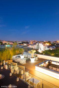 Nada melhor do que terminar o dia com vista sobre Lisboa. E estes rooftops são ideais para esse plano! #viaverde #viagensevantagens #Portugal #lisboa