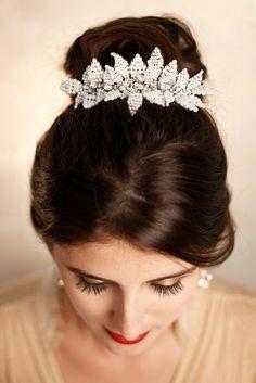 Arranjo Clementine - Tulle Noivas http://tullenoivas.com #pérolas #pearls #bride #noiva #bridal #hair