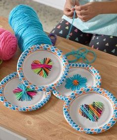 50 Amazingly Fun Crafts for Kids! Amazingly fun crafts for kids! These crafts are simple and easy and sure to put a smile on your little ones face. Crafts For Kids To Make, Kids Crafts, Arts And Crafts, Kids Diy, Paper Plate Crafts For Kids, Decor Crafts, Family Art Projects, Easy Yarn Crafts, Paper Plates