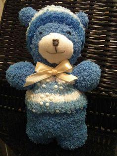 Orsetto, pupazzo realizzato a mano con calzini azzurri
