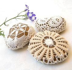 Beautiful crochet stones *** love the technique used.