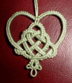 Tatting Pattern Calendar: February 24 - Celtic Knot Christmas Tree Heart