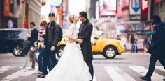 Zach Braff Accidentally Photobombs Couple's Wedding Photo In Times Square