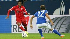 Renato Sanches (FC Bayern Muenchen) im Zweikampf mit Benjamin Stambouli (FC…