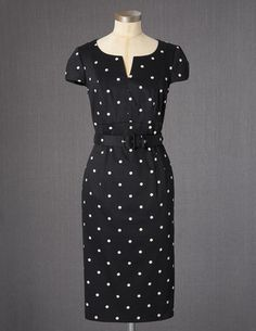 I think polka dots are so timeless. I love the slightly retro vibe of this dress. Great length, too!