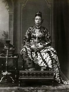 Indonesia ~ Portrait of Sultan Hamengku Buwana VII, by Kassian Cephas Old Pictures, Old Photos, Vintage Photos, Dutch East Indies, Javanese, Borneo, My People, China, Southeast Asia