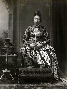 Portrait of Sultan Hamengku Buwana VII, by Kassian Cephas