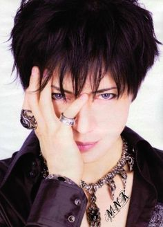 Gackt- that face blows me away. Miyavi, How To Look Handsome, Music Heals, Gorgeous Men, Beautiful, Actor Model, Great Hair, Visual Kei, Record Producer