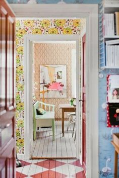 Lots of wallpaper - looks great layed this way along the sight line: VINTAGE: Thea home Lantliv Pastell Wallpaper, Colorful Wallpaper, Deco Cool, Decoracion Vintage Chic, Deco Boheme, Diy Décoration, Painted Floors, Painted Wood, French Decor