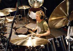 Drummerworld: Simon Phillips