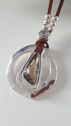 collar con colgante de cristal con abalorios de por myDemimore