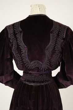 Afternoon suit, House of Worth, c 1905.