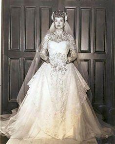 Legend Lucille Ball on her wedding day to Desi Arnaz, 1940 Celebrity Wedding Dresses, Celebrity Weddings, Wedding Gowns, Wedding Day, Bridal Dresses, I Love Lucy, Vintage Wedding Photos, Vintage Bridal, 1940s Wedding