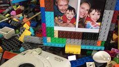 Porta retrato feito de Lego  Qual mãe aqui não adora uma foto do filho. Agora que tal fazer um porta retrato lindo colorido e que vai fazer o maior sucesso??  Várias peças de lego colorida fotos e uma combinação perfeita.  Porta treco feito de lego  Impossível não amar um porta treco ainda mais feito de lego.    Acesse o site e confira os 30 dias sem parar com LEGO http://ift.tt/1oBoEWj