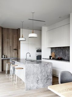 Mim Design have created a pavilion style coastal hideout with a casual,tactile a. Mim Design have created a pavilion style coastal hideout with a casual,tactile and refined modern beach house aesthetic in Portsea, Victoria. Classic Kitchen, New Kitchen, Kitchen Ideas, Kitchen Grey, Kitchen Modern, Kitchen Layout, Awesome Kitchen, Country Kitchen, Contempory Kitchen