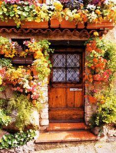 Flower cottage in Antibes (Provence), France. Photo by Dennis Barloga.ANTIBES is heaven on earth! Cool Doors, Unique Doors, Garden Doors, Garden Gates, Garden Entrance, Entrance Ideas, Chateau De Maintenon, Jardin Decor, Door Knockers