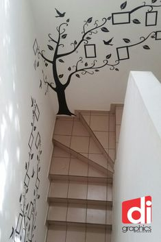 Escaleras v Family Wall Decor, Family Tree Wall Decal, Tree Wall Art, Diy Wall Art, Decorating Stairway Walls, Decoration Creche, Simple Wall Paintings, Compound Wall Design, Stair Walls