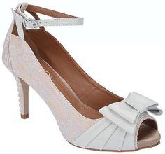 Sapatos para noivas - DeLira Noiva – Sapatos e Acessórios. Modelos e marcas de sapatos de noivas, fotos, preços, opiniões, telefones e endereço. O conforto da noiva é fundamental!