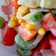 今日はコーンチップスをいれませんでしたが コブサラダドレッシングにはコーンとアボガドとトマトと砕いたコーンチップスがパーフェクトに合います 味が濃いけどドリトスを砕いて入れても代用可 15分程度 - 16件のもぐもぐ - トマト&玉葱&人参&ぶなしめじ&コーン&空豆&アボガド入りコブサラダ by norikofukuda