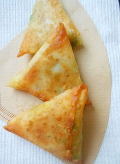 Potato Samosas - Confessions of a. - Ashley Gibson - Potato Samosas - Confessions of a. Potato Samosas - Confessions of a. Indian Snacks, Indian Food Recipes, Asian Recipes, Vegetarian Recipes, Cooking Recipes, Curry Recipes, Tapas, Tandoori Masala, Garam Masala