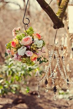 Such a beautiful accent for a special event...colors, shabby chic and elegant style... Like the colors. Add in some turquoise and it would look great