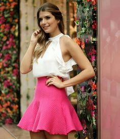 """""""{New in} Tem como não se apaixonar por essa blusa incrível em crepe com babados que a @arianecanovas está usando? #trend #summer #verao16 #bomretiro…"""""""