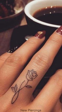 95 finger tattoos for inspiration - Tattoos - tattoos Finger Tattoo Designs, Finger Tattoo For Women, Meaningful Tattoos For Women, Rose Tattoo On Finger, Flower Finger Tattoos, Hand And Finger Tattoos, Flower Tattoo On Hand, Small Tattoos On Hand, Tattoo Hand